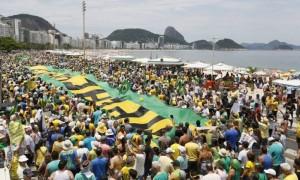 MULTIDÃO DOMINGO 13 DE DEZEMBRO EM COPACABANA