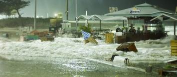 tsunami-2-ressaca_leblon_ondas-invadem-cidade