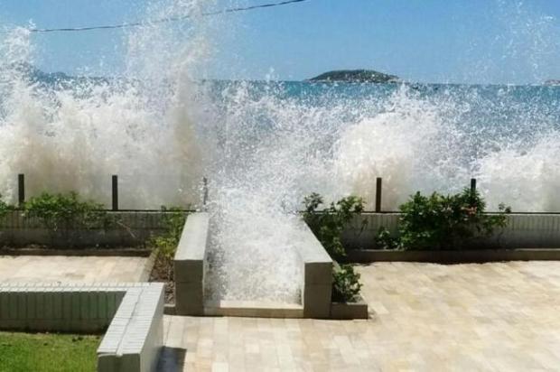 tsunami-8-ressaca-mare-ingleses-sc