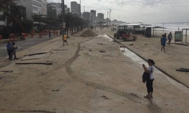 tsunami4-ressaca_leblon_ondas-invadem-avenida